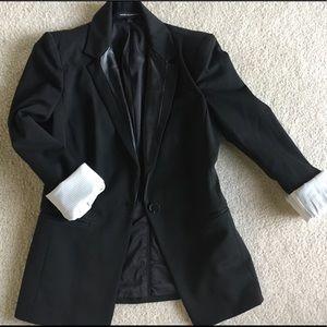 Trendy black blazer